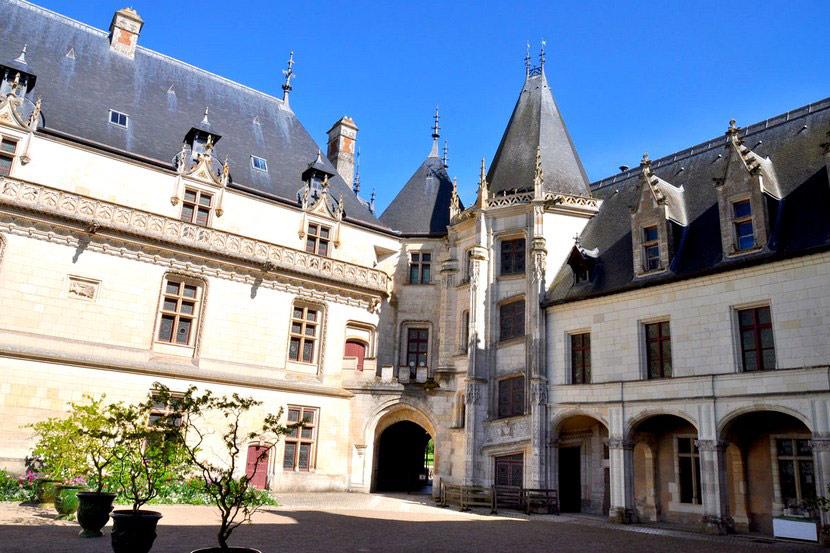 Замок Шомон-сюр-Луар во Франции
